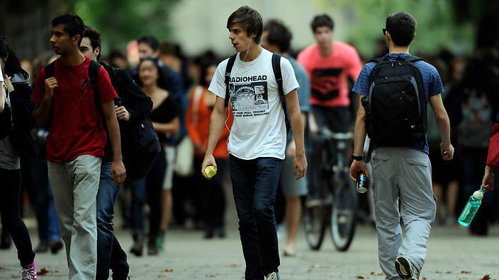 Tertiary students at Melbourne University in Melbourne, Wednesday, May 8, 2012. (AAP Image/Julian Smith) NO ARCHIVING